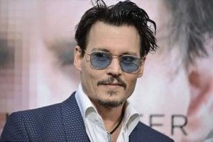 Johnny Depp (1963) herec, scenárista, režisér a hudobník známy stvárnením nezvyčajných a excentrických postáv ako Jack Sparrow vo filmovej sérii Piráti z Karibiku.