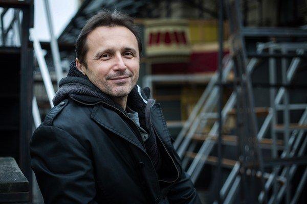 Mário Radačovský pôsobil ako šéf Baletu v Slovenskom národnom divadle, široká verejnosť ho môže poznať aj ako porotcu z tanečnej súťaže Bailando. Dnes je šéfom baletu v Národnom divadle Brno.
