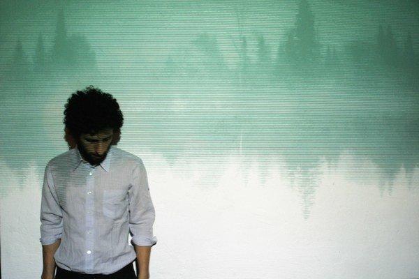 Ešte aj keď hrá González s kapelou Junip, aj vtedy je  hudba presýtená jeho osobitným, minimalistickým štýlom tvorby.
