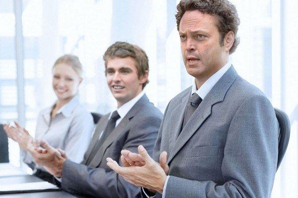 Vince Vaughn (vľavo) a Dave Franco promujú komédiu Unfinished business – Nedokončený obchod.