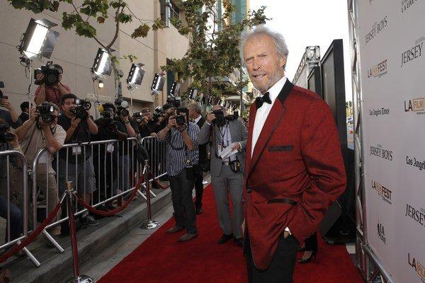 Režiséri vo vysokom veku nenakrúcajú filmy, aby sa ocitli v žiare objektívov, ale neuniknú im. Ako 84-ročný Clint Eastwood.