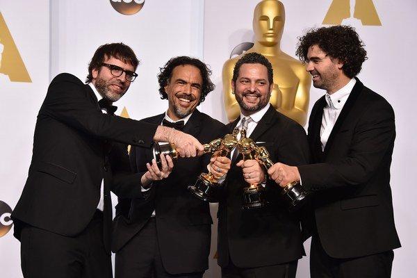 Nicolas Giacobone, Alejandro Gonzalez Inarritu, Alexander Dinelaris and Armando Bo so soškami pre film Birdman.
