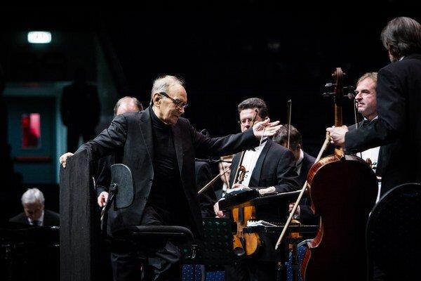 Ennio Morricone v Bratislave. Má osemdesiatšesť rokov a päťkrát už bol nominovaný na Oscara.