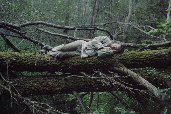 Danila Tkachenko sa vo svojej sérii na festivale OFF pýta, čo to znamená byť vnútorne slobodný.