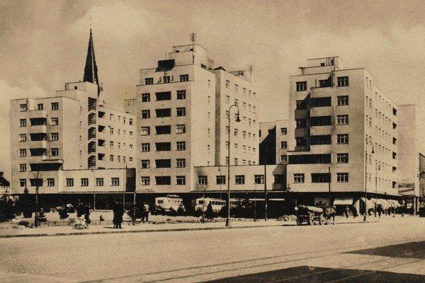 Bytový a obchodný blok Avion, ktorý na základe projektu Josefa Mareka vznikol v 30. rokoch minulého storočia.