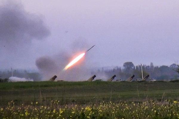 Azerbajdžanské jednotky odpálili raketu v dedine Gapanli v Azerbajdžane.