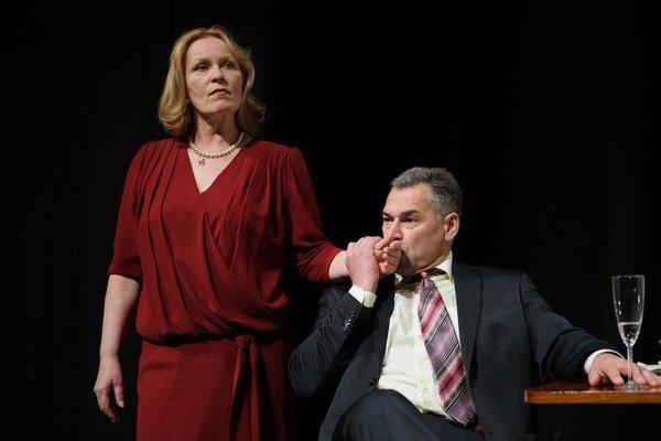 Anna Javorková a Marek Ťapák v novej inscenácii bratislavského Mestského divadla.