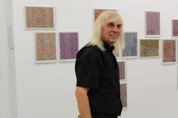 Peter KalmusSlovenský výtvarník, konceptualista, ktorý umenie považuje za životný štýl. Pochádza z Piešťan, žije prevažne v Košiciach. Nedávno otvoril samostatnú výstavu v bratislavskej Galérii 19.
