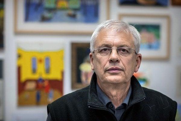 Vladimír Kordoš (1945) vyštudoval Strednú školu umeleckého priemyslu u Rudolfa Filu a VŠVU u Václava Ciglera. V 70. a 80. rokoch patril do neoficiálnej výtvarnej scény, kde sa sformovalo aj súčasné Združenie A–R, ktorého je členom. Štyri desaťročia učil n