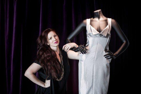 Katarína Rimarčíková sa narodila v Bratislave, pôsobí v Paríži a Londýne. Odbor dámske odevy študovala na londýnskej Central Saint Martins. Pracovala v štúdiách svetoznámych módnych návrhárov (Alexander McQueen, Stella McCartney, Gucci, Tom Ford). Pred si