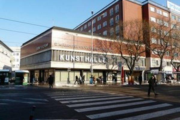 """Túto """"vizionársku"""" fotografiu  bratislavského Domu umenia, v ktorom bude sídliť Kunsthalle, vytvorila Jana Kapelová pred dvoma rokmi. Mladá výtvarníčka je výraznou postavou iniciatívy Dvadsať rokov od Nežnej neprebehlo, ktorej ťažiskovou témou je aj pripo"""