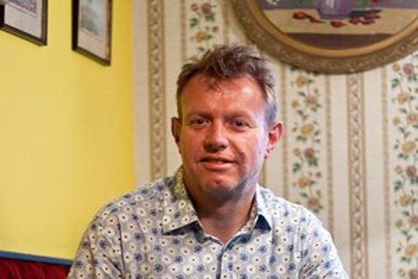 Jonathan Falkingham - britský architekt a šéf spoločnosti Urban Splash, ktorú založil spolu s Tomom Bloxhamom v Liverpoole v roku 1993. Urban Splash pôsobí v deviatich mestách, kde regeneruje staré továrne, ale aj domy, byty a celé štvrte. Je členom s