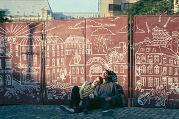 Shia LaBeouf a Evan Rachel Wood vo filme Nevyhnutná smrť Charlieho Countrymana.
