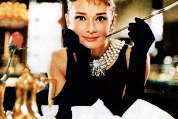Audrey Hepburnová (4. 5. 1929 – 20. 1. 1993) na snímke z filmu Raňajky u Tiffanyho.