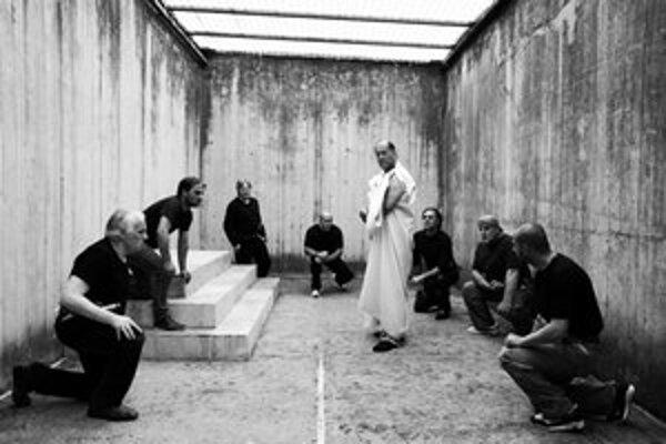Cézar musí zomrieť: Väzni Shakespeara nehrali, ale prežívali.