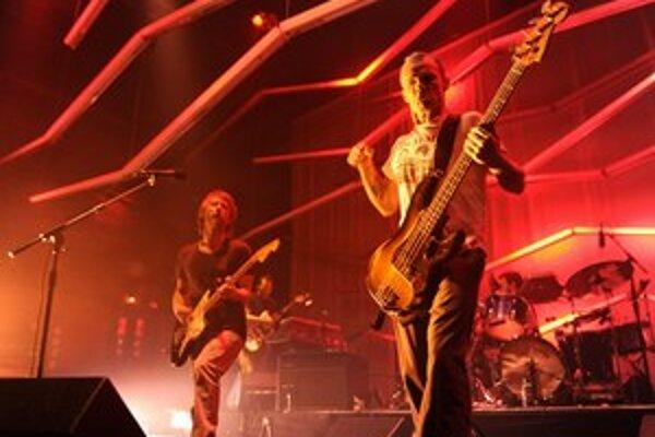 Nové skladby majú Thom Yorke a Flea v kapele Atoms for Peace.