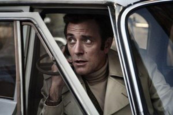 Valerio Mastandrea ako komisár Calabresi vo filme  Román o jednom masakri.