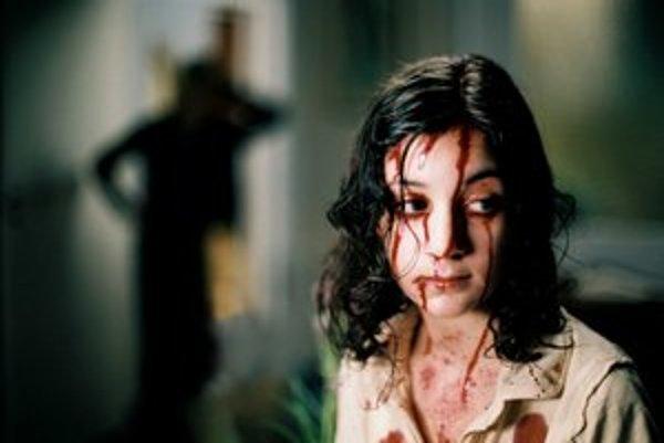 Švédsky film Vpustiť toho pravého sa pohráva s myšlienkou, že upíri žijú medzi ľuďmi.