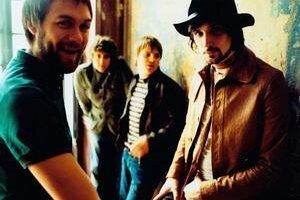 Kasabian sú jednou z najpopulárnejších gitaroviek v Británii  a majú povesť typicky koncertnej kapely.