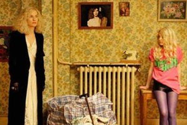 Vzťah dcéry k bohémskej matke prejde vo filme My Little Princess od obdivu k vzbure.
