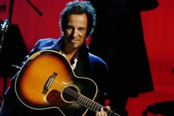 Bruce Springsteen hráva trojhodinové koncerty.