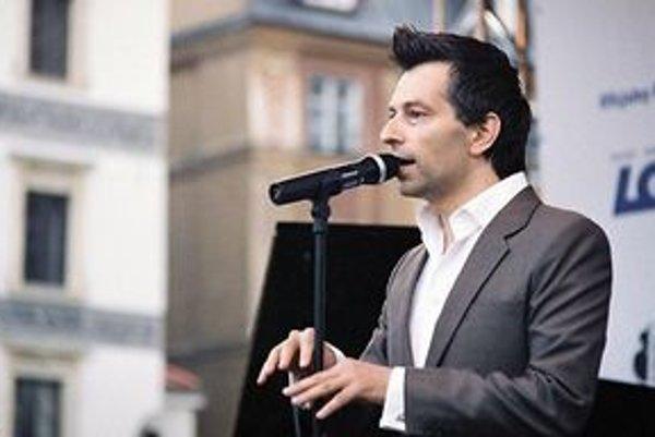 Dánsky spevák Benni Chawes zakončí úvodný deň Open Jazz Festu pri Novom Meste nad Váhom.