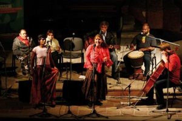 Unikátny projekt rómskych piesní AfterPhurikane zažijete v plnej zostave v rámci Anasoft Litera fest 2011.