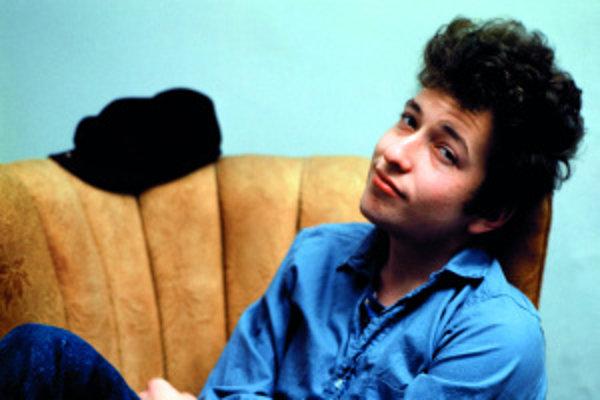 Robert Allen Zimmerman, ako sa pôvodne volal Bob Dylan, v začiatkoch svojej slávy v roku 1964