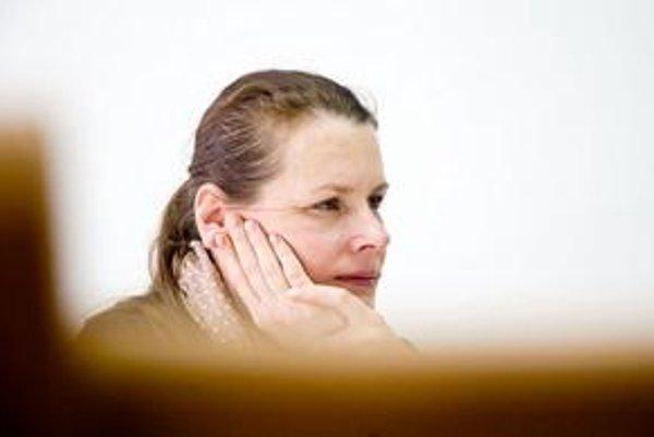 Alexandra Kusá vyštudovala vedu o výtvarnom umení. S Petrou Hanákovou v roku 1999 pripravila slovenskú expozíciu  na bienále v Benátkach. Pracovala ako vedúca kurátorka zbierok moderného a súčasného umenia SNG aj ako šéfkurátorka v Moravskej galérii v Brn