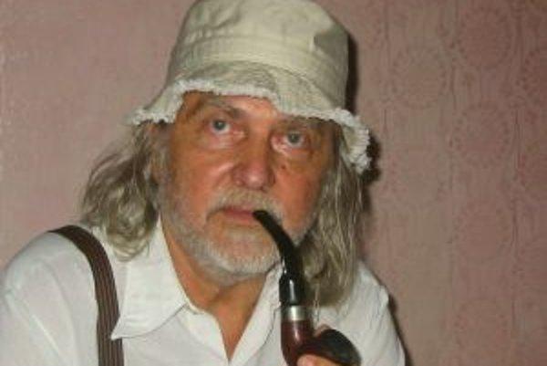 František Tugendlieb sa narodil v roku 1929 v Hraniciach na Morave v rodine textilného podnikateľa. Študoval v Anglicku, kde začal hrať na klarinet a saxofón. Neskôr študoval operný spev v Opave a pôsobil ako sólista opery v Banskej Bystrici. Potom žil dl
