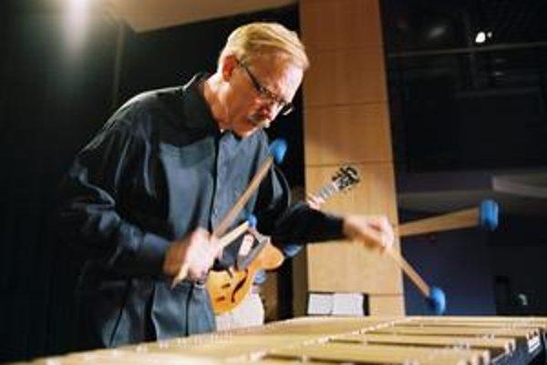 Gary Burton (1943) je hudobník, skladateľ a pedagóg. Patrí medzi najvplyvnejšie postavy na džezovej scéne, no zasiahol aj do iných žánrov. Hral s množstvom známych  hudobníkov, najintenzívnejšie s klaviristom Chickom Coreom a gitaristom Patom Methenym