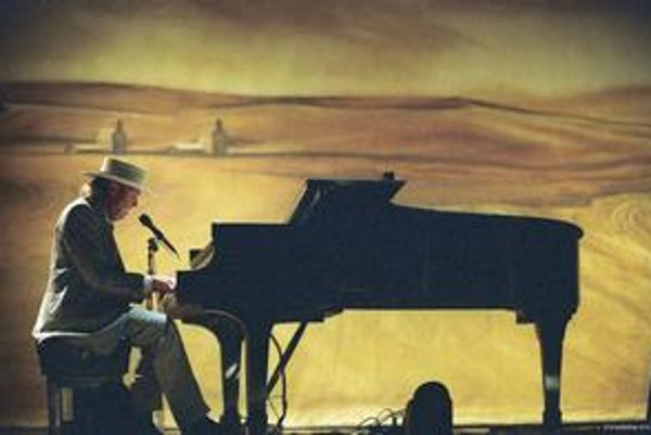 Jonathan Demme nakrútil koncertný film Neil Young: Heart Of Gold (2006), lebo rocker z Kanady je jeho miláčik.