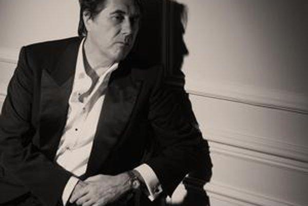 Bryan Ferry má desať nových pesničiek.
