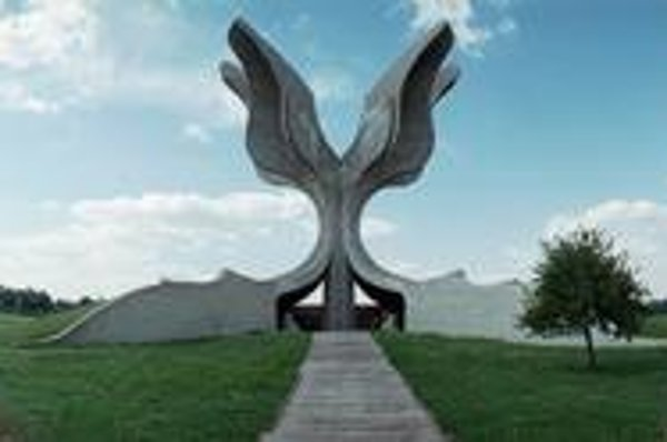 Bogdanovićov pamätník v koncentračnom a vyhladzovacom tábore Jasenovac, kde zahynulo od 300- do 700-tisíc ľudí.
