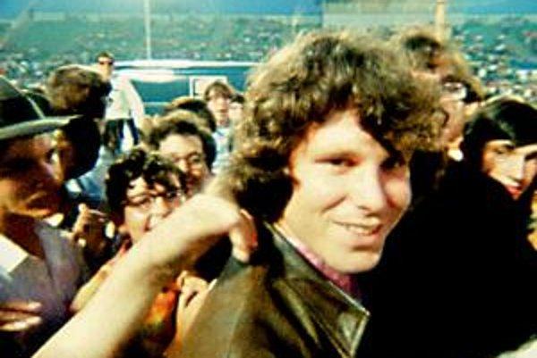V novom dokumente sú aj zábery z pamätného koncertu skupiny The Doors v Miami.