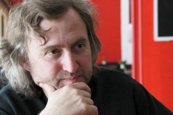 Narodil sa v roku 1967. Na pražskej FAMU vyštudoval scenáristiku a dramaturgiu. Patrí k najlepším českým režisérom. Už počas štúdií sa zoznámil s Petrom Jarchovským, s ktorým vytvorili filmársky tandem. Ich prvým výrazným úspechom bol filmový muzikál Šaka