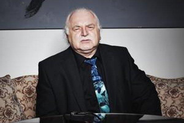 Milan Knížák odolal viacerým pokusom o odvolanie, až oznámil, že odstúpi sám. O dva roky.