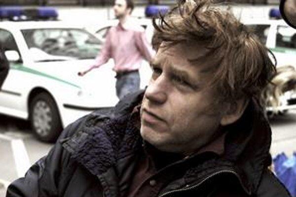 """Tomáš Vorel (52), český režisér, scenárista a herec. Zviditeľnil v kultovom divadle Sklep, potom sa začal viac venovať filmovej réžii. Jeho debutom bola Pražská pětka (1988), potom nakrútil """"rytmikál"""" Kouř a filmy ako Cesta z mesta, Skřítek či Gympl."""