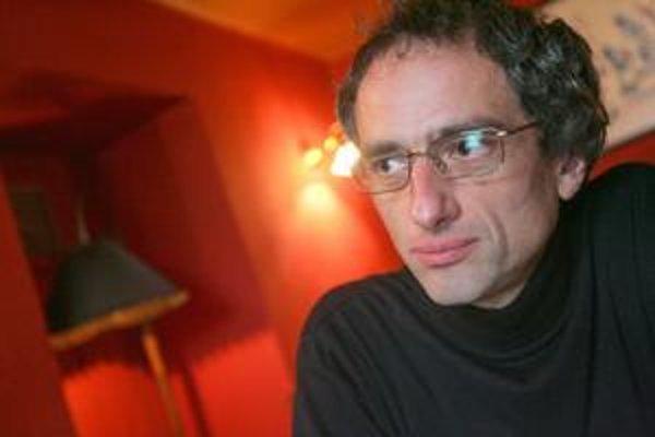 Pavol Rankov (1964) študoval na FiF UK v Bratislave, kde pôsobí na Katedre knihovedy a vedeckých informácií. Debutoval knihou poviedok S odstupom času, ďalej vydal zbierky My a oni/Oni a my a V tesnej blízkosti. Publikuje i časopisecky. V roku 1995 sa sta