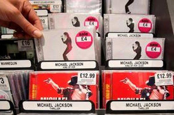 Po smrti Michaela Jacksona sa začali vo veľkom predávať jeho albumy.