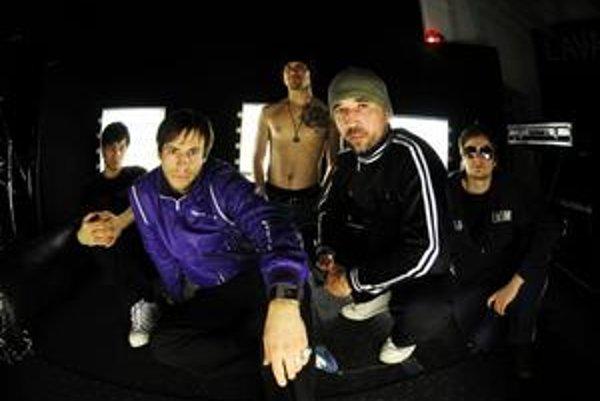 Lavagance si zahrajú na rovnakom pódiu ako Depeche Mode.