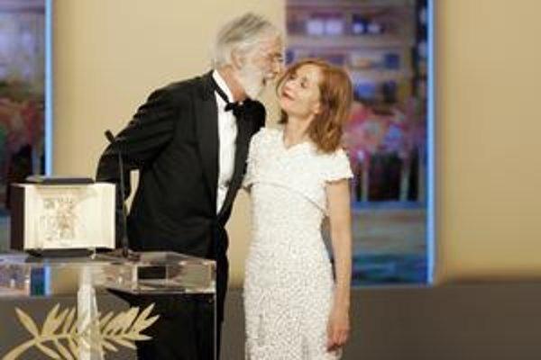 Víťaz Zlatej palmy a predsedníčka poroty sa dlho zvítavali. Isabelle Huppert hrala v roku 2001 v Hanekeho filme Pianistka a dostala zaň cenu pre najlepšiu herečku.