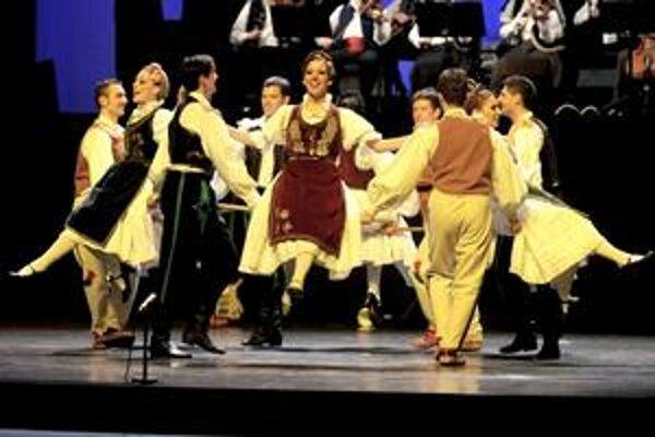 Srbská ľudová tanečná skupina Kolo.