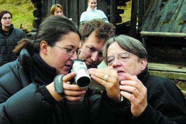 Režisérka Agnieszka Hollandová (vpravo) s dcérou Kasiou a kameramanom Martinom Štrbom.