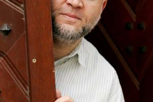 Viliam Klimáček (1958) je slovenský dramatik, básnik, prozaik, režisér, scenárista a herec divadla GUnaGU, autor kníh pre deti