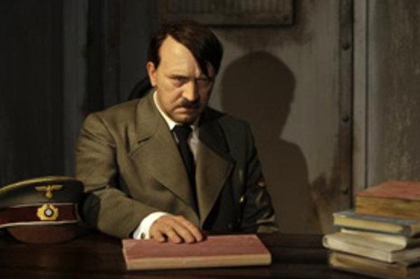 Vosková figurína Adolfa Hitlera.
