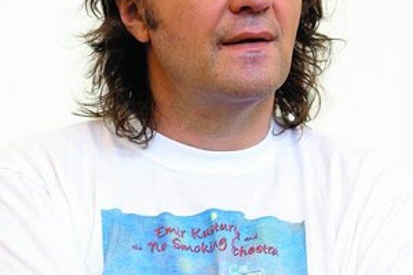 Emir Kusturica nemyslí len ako režisér.