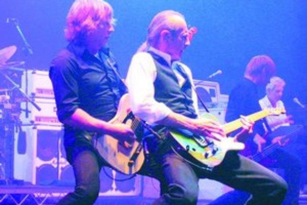 Status Quo založili v roku 1962 spolužiaci Francis Rossi a Alan Lancaster. Začínali s populárnym dobovým psychedelickým rockom, neskôr sa redefinovali ako rockoví zabávači. Počas kariéry mala skupina vyše 60 hitov.