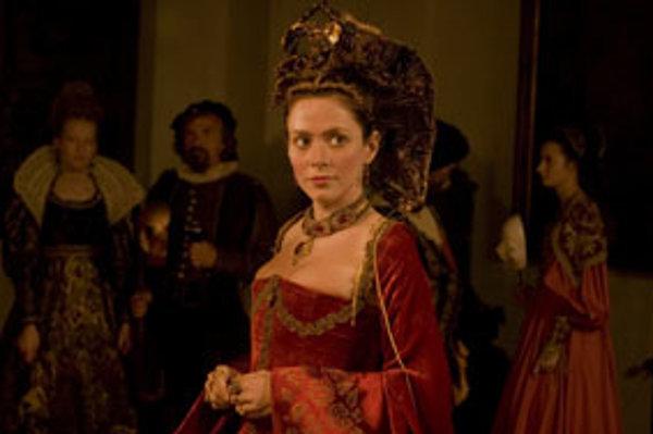 Erzsébet (Anna Friel) v historickom veľkofilme Bathory v réžii Juraja Jakubiska.