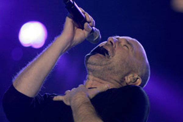Spevák Phil Collins (* 31. január 1951).
